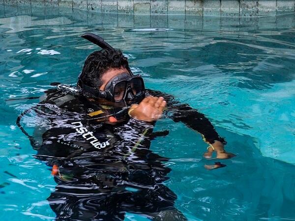 padi_divemaster_crystal_divers_gopro_bali_indonesia